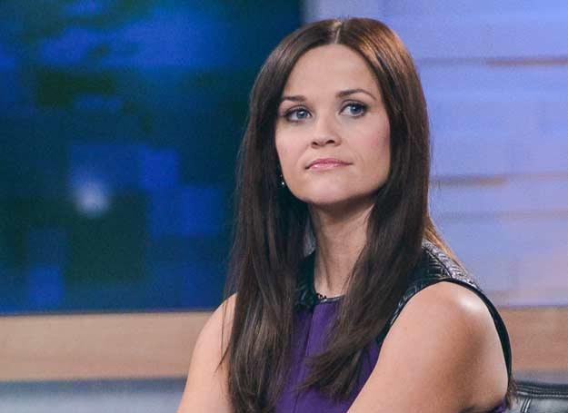 Kiedy Reese Witherspoon zmieniła kolor włosów, zadbała również o odpowienio ciemniejsze brwi /AFP