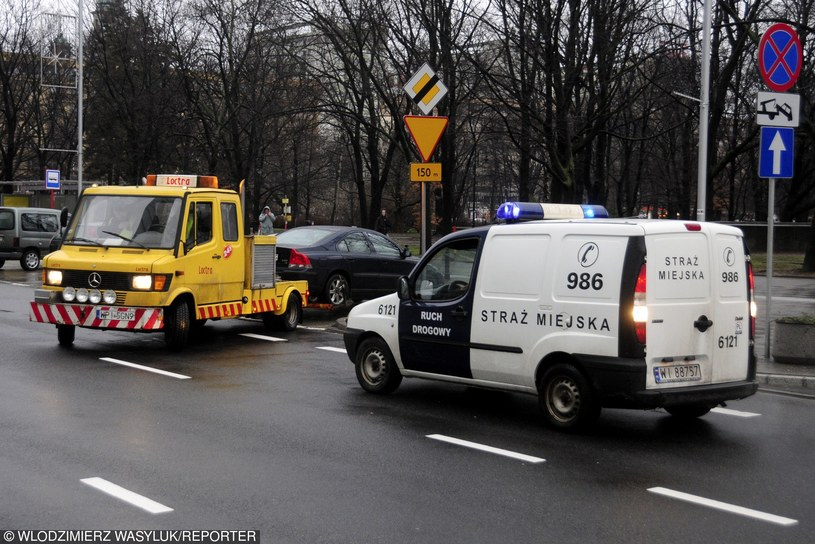 Kiedy straż miejska może odholować auto /Włodzimierz Wasyluk /Reporter