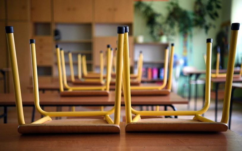 Kiedy uczniowie wrócą do szkół? / PAP/Darek Delmanowicz  /PAP
