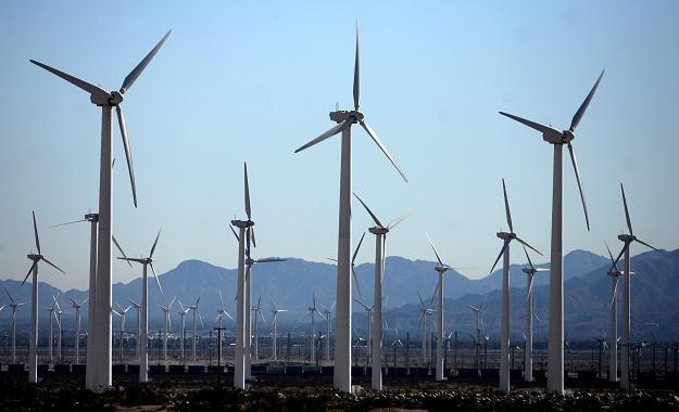 """Kiedy w Niemczech mocno zawieje, nadmiar energii """"wpycha się"""" do Polski /AFP"""