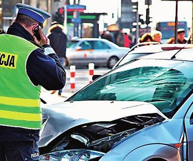Kiedy wezwać policję do zdarzenia drogowego, a kiedy nie warto?