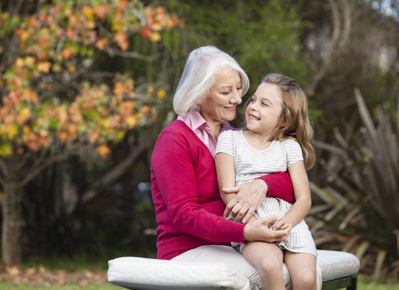 Kiedyś córka miała z babcią dobry kontakt... /123RF/PICSEL