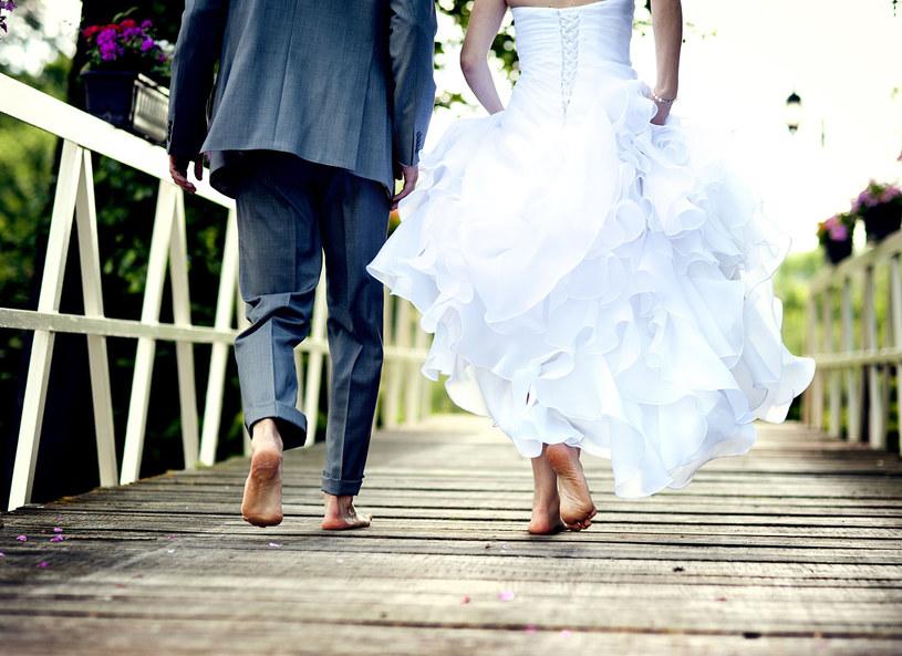 Kiedyś śluby wyglądały zupełnie inaczej /123RF/PICSEL