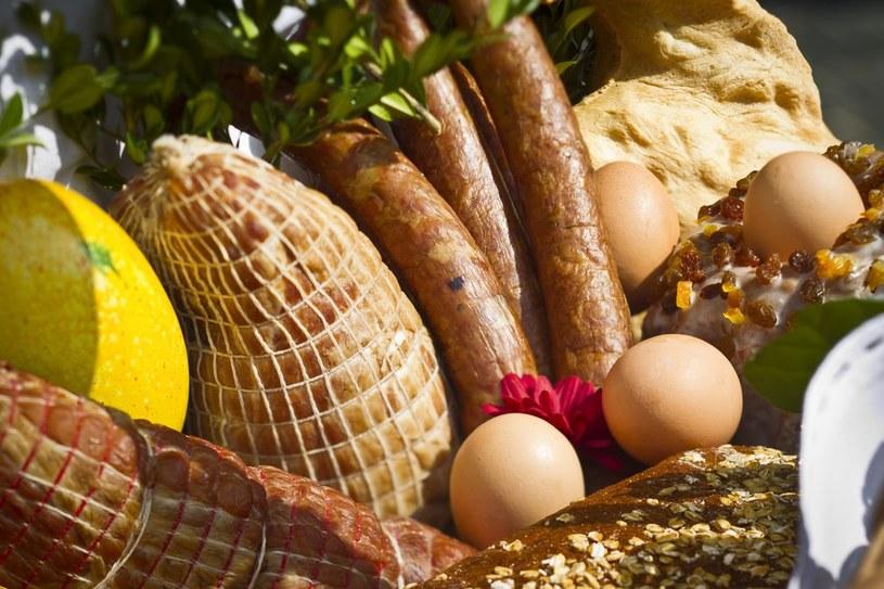 Kiełbasa z dzika i swojskie jajka to najlepesze co możesz włożyć do świątecznego koszyka /East News