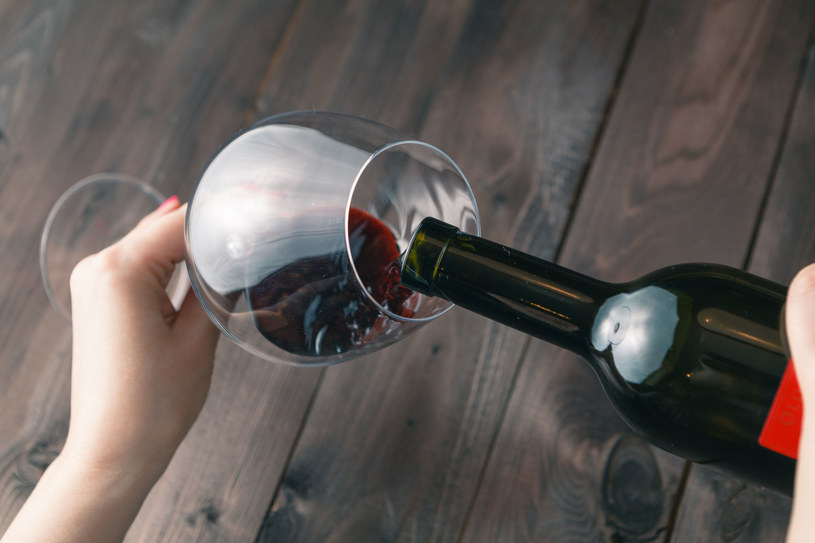Kieliszek wina nie tylko do obiadu /123RF/PICSEL
