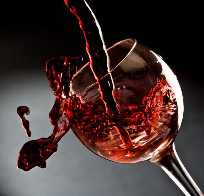 Kieliszek wina przed snem /© Photogenica