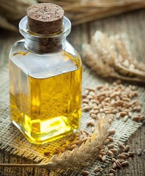 kiełki pszenicy olej /© Photogenica