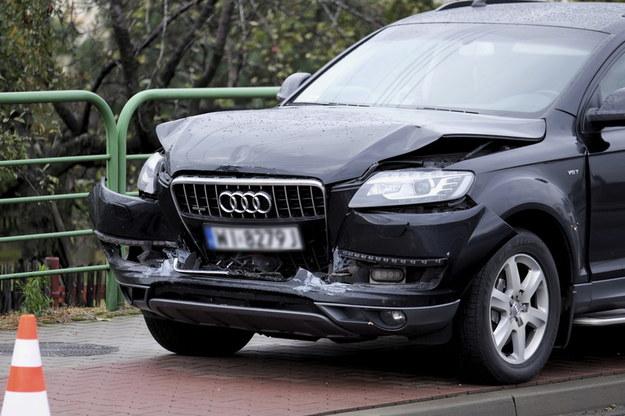 Kierowca Audi Q7 przyjął mandat. To on najechał na tył BMW i wepchnął to auto w Peugeota /Andrzej Grygiel /PAP