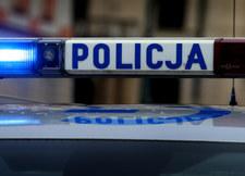 Kierowca BMW potrącił policjanta i uciekł, padły strzały