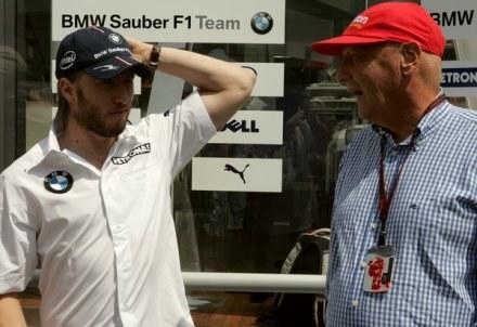 Kierowca BMW Sauber Nick Heidfeld w rozmowie z Niki Laudą /AFP