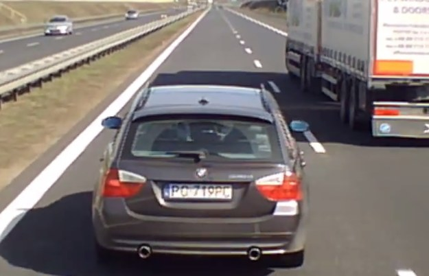"""Kierowca BMW widocznie chciał się """"zemścić"""" na kierowcy tira /"""