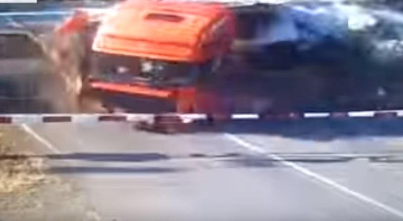 Kierowca cudem przeżył, ale zginęły 3 osoby w pociągu /