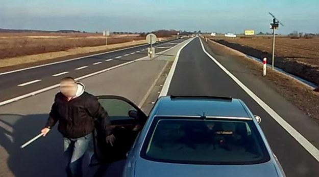 """Kierowca Mercedesa postanowił rozwiązać nieporozumienie """"po męsku"""" /"""