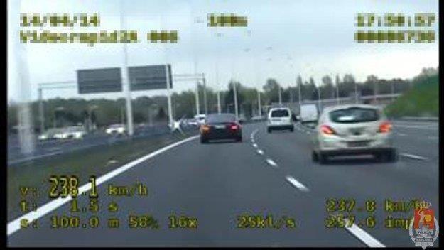 Kierowca Mercedesa uciekał przed policją /Policja