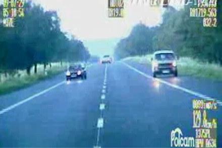 Kierowca mitsubishi uciekał z prędkością ponad 130 km/h /Policja