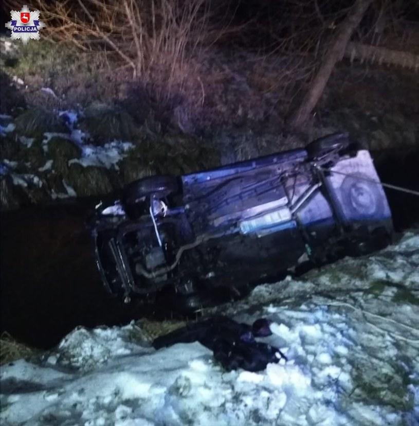 Kierowca na łuku drogi stracił panowanie nad pojazdem i wpadł w poślizg /lubuska.policja.gov.pl /materiały prasowe