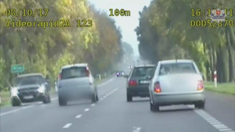 Kierowca nie zważał na auta jadące z przeciwka /Policja