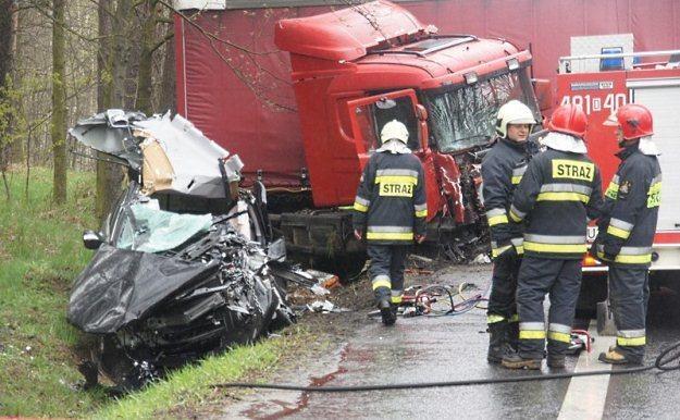"""""""Kierowca osobówki jest poniżej nóg"""" / Fot: Piotr Twardysko /Reporter"""