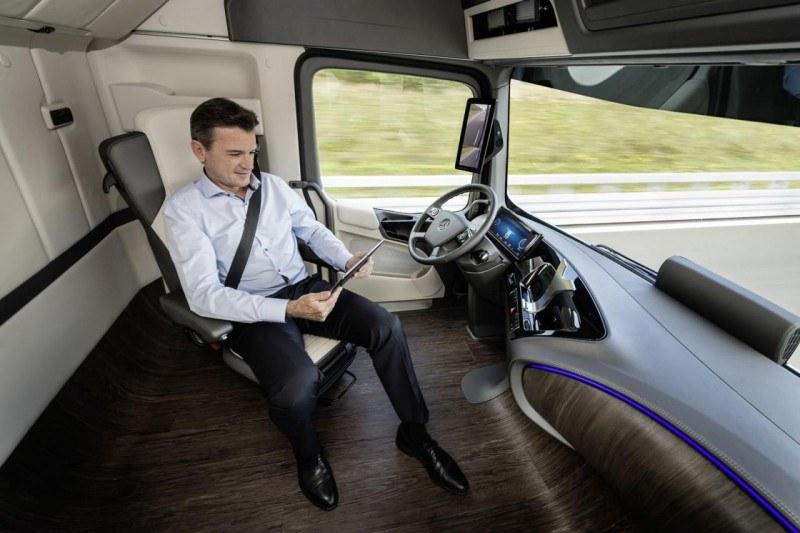 Kierowca podczas monotonnej jazdy będzie mógł się zająć czymś innym /