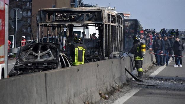 Kierowca porwał autobus z uczniami i podpalił pojazd