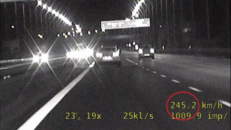 Kierowca przekroczył dwukrotnie dozwoloną prędkość /KMP w Bielsku-Białej  /