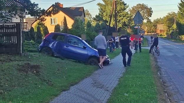 Kierowca punto potrącił rowerzystę i uciekł z miejsca wypadku /Policja
