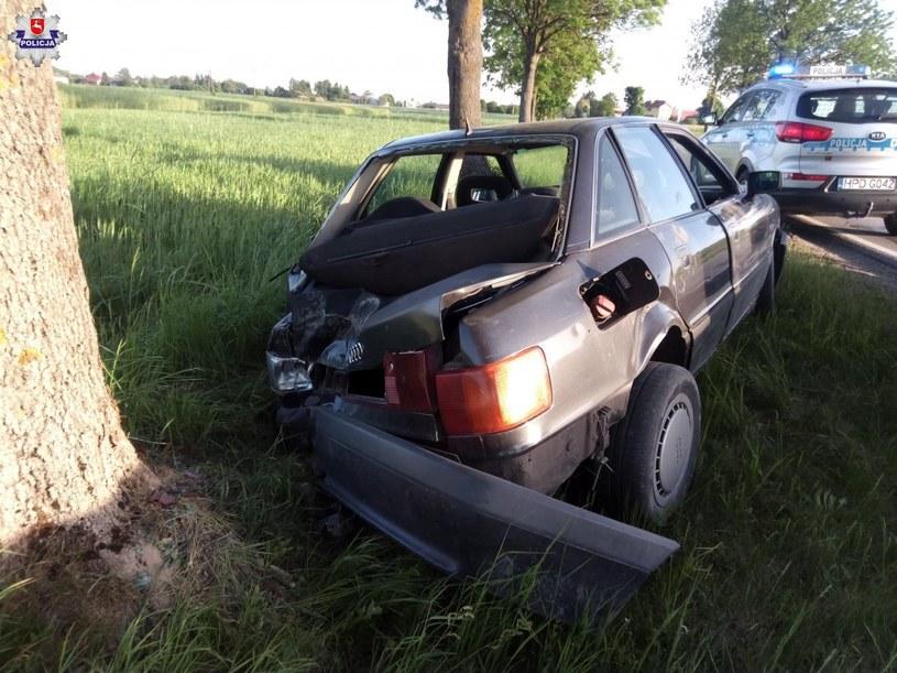 Kierowca samodzielnie wysiadł z wraku /