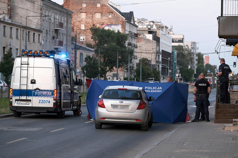 Kierowca skutera zginął po potrąceniu przez samochód osobowy; sprawcy szuka policja /PAP/Mateusz Marek /PAP