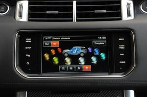 Kierowca SVR-a może wybierać kolor i intensywność podświetlenia kabiny. /Motor