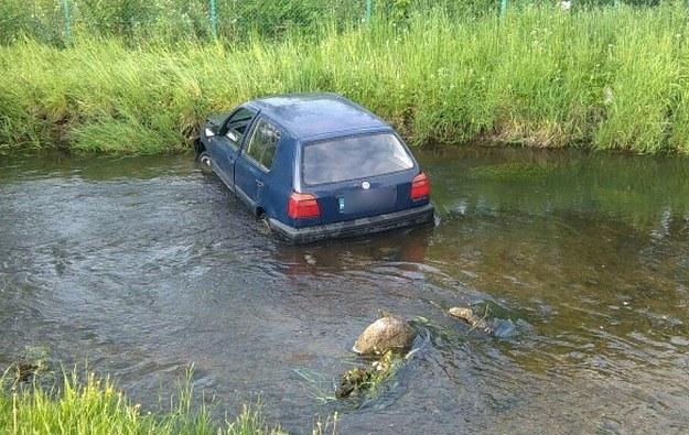 Kierowca wjechał do rzeki /Policja