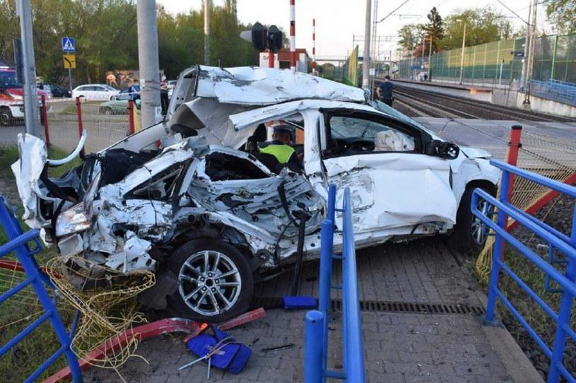 Kierowca wjechał na przejazd mimo opuszczonych zapór /Policja