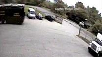 Kierowca wjechał pod rozpędzony pociąg!