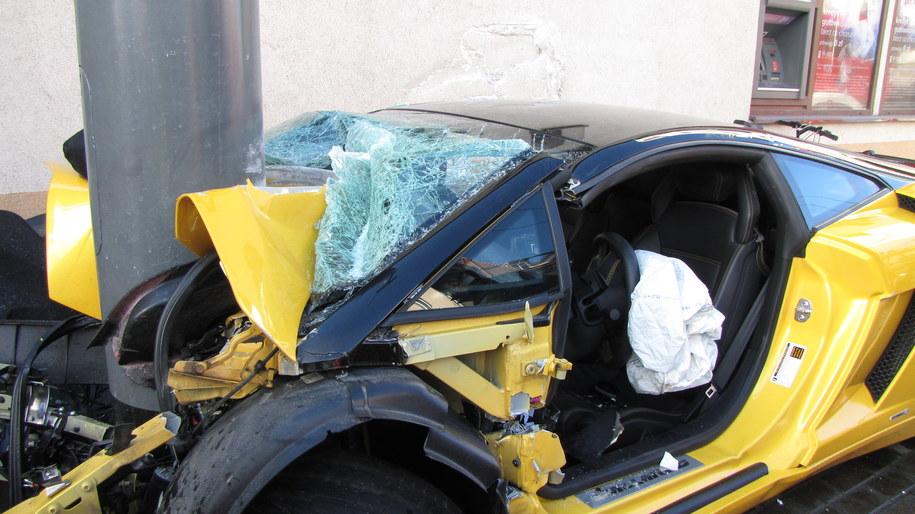 Kierowca wypadł z trasy i rozbił luksusowe auto /Kuba Kaługa /RMF FM