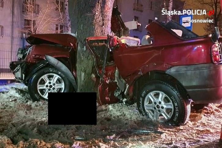 Kierowca zginął na miejscu, pasażerka została ciężko ranna /