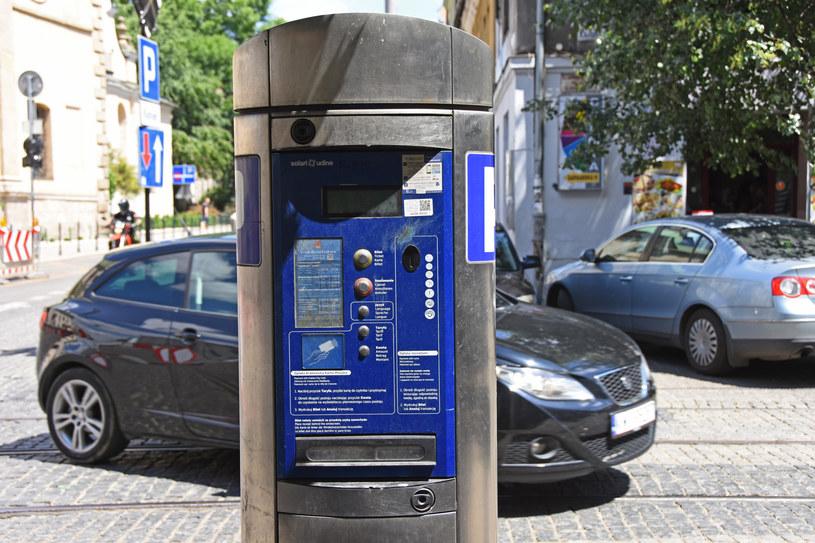 Kierowcy płacą za parkowanie, a potem dostają mandat /Jacek Boroń /Reporter
