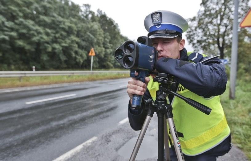 """Kierowcy są """"ostrzeliwani"""" ze wszystkich strona. Radarami, laserami, kamerami... /Piotr Jędzura /Reporter"""