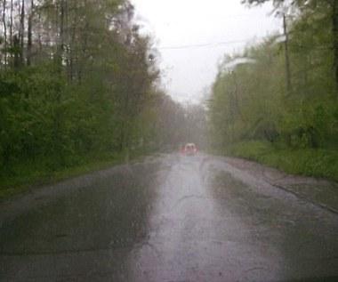 Kierowcy, uwaga na deszcz! Lepiej zwolnić
