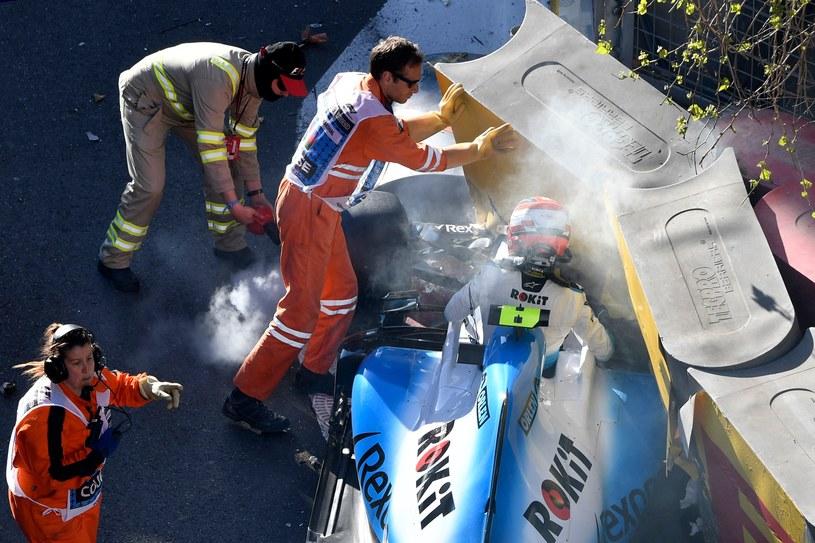 Kierowcy w bolidach F1 mimo coraz większej prędkości są coraz lepiej zabezpieczeni /AFP