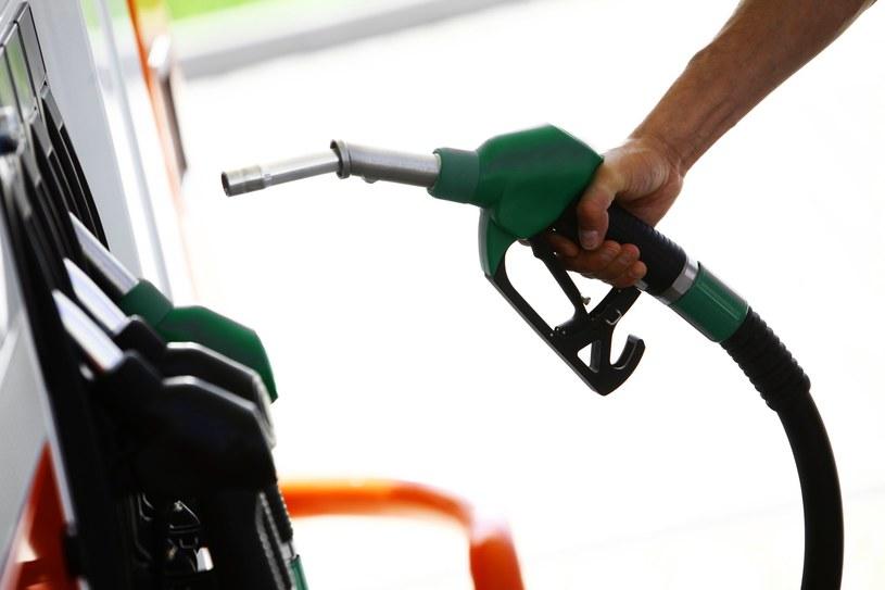 Kierowcy zapłacą jeszcze mniej na stacjach beznzynowych. /123RF/PICSEL