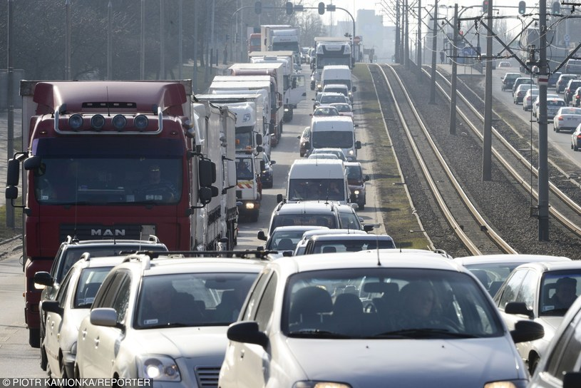 Kierowcy zaplacą znacznie więcej za polisy /Piotr Kamionka /Reporter