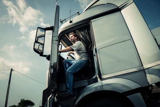 Kierowcy zawodowi będą zarabiać więcej? /123RF/PICSEL