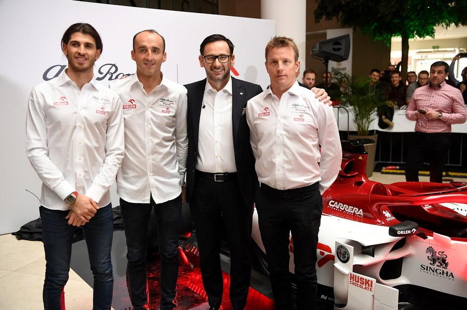 Kierowcy zespołu Alfa Romeo Racing Orlen: Antonio Giovinazzi (L), Kimi Raikkonen (P) i Robert Kubica (2L) oraz prezes zarządu PKN ORLEN Daniel Obajtek /Piotr Nowak /PAP