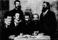 Kierownictwo PPS w Londynie w 1896 r., pierwszy z lewej ? Ignacy Mościcki, w środku ? Józef Piłs /Encyklopedia Internautica