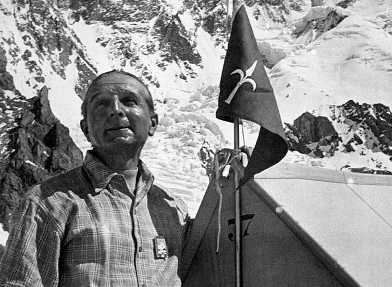 Kierownik wyprawy Ardito Desio w bazie pod K2 /Wikimedia Commons /domena publiczna