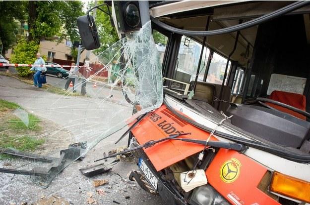 Kierującą autubusem uwolnili strażacy /PAP