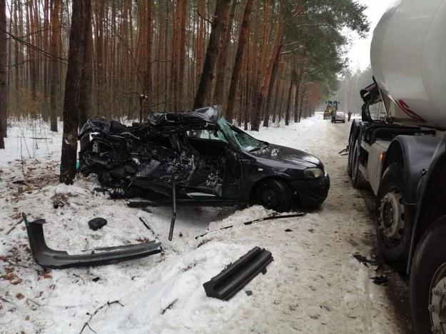 Kierujący oplem 21-latek zginął na miejscu /KMP w Radomiu /Policja