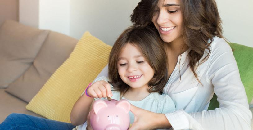 Kieszonkowe może uczyć dzieci podstaw oszczędzania /123RF/PICSEL
