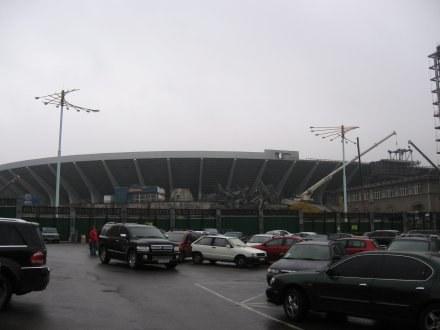 Kijów nie ociąga się, tylko buduje stadion, na którym zaplanowano rozegranie finału Euro 2012. /INTERIA.PL