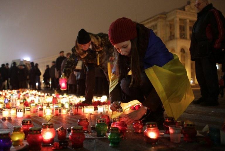 Kijów, wyrazy solidarności z ofiarami dzisiejszego ataku na Mariupol /ANATOLII STEPANOV /AFP