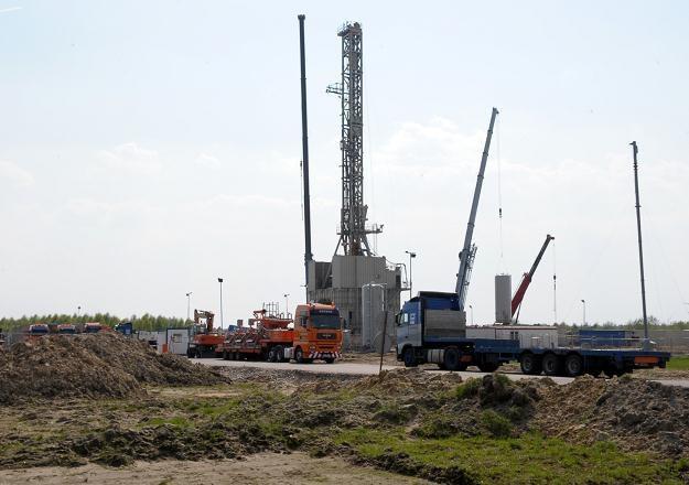 Kilka koncernów z USA otrzymało koncesję na poszukiwania i eksploatację gazu łupkowego w Polsce /AFP